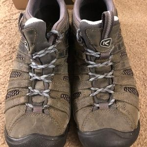 Keen Low Top Hikers, Size 8